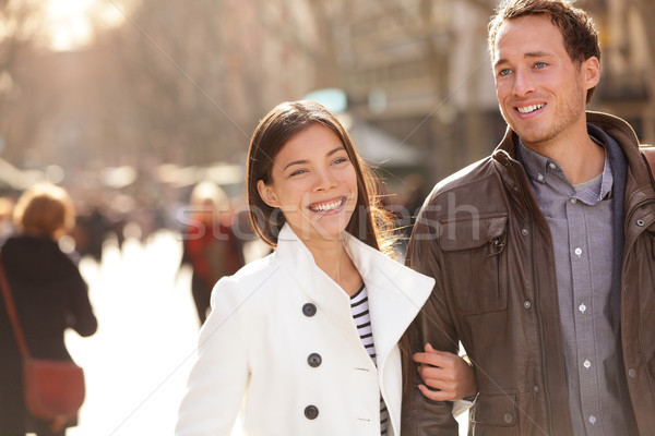Urbaine modernes jeunes professionnels couple marche Photo stock © Maridav