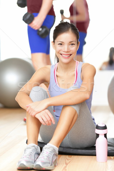 Stok fotoğraf: Fitness · woman · mutlu · spor · salonu · gülen · eğitim · oturma