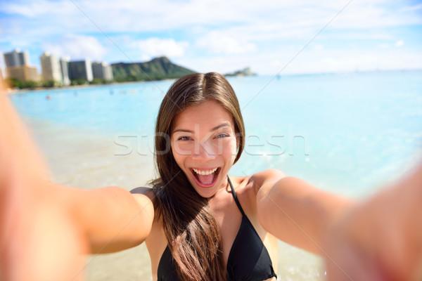 Jókedv nő elvesz kép tengerpart vakáció Stock fotó © Maridav