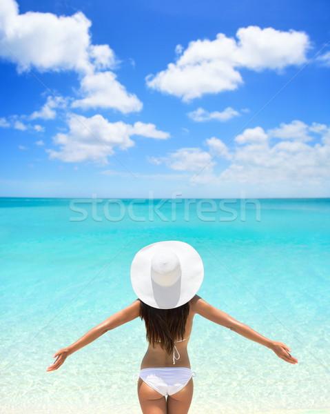 気楽な 女性 白 帽子 ビキニ ビーチ ストックフォト © Maridav