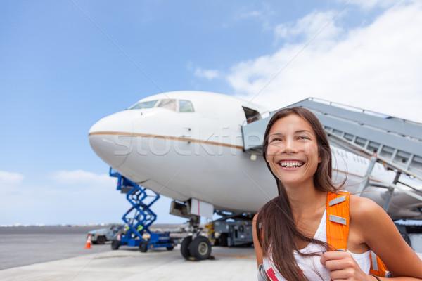 Mujer turísticos fuera avión aeropuerto Asia Foto stock © Maridav