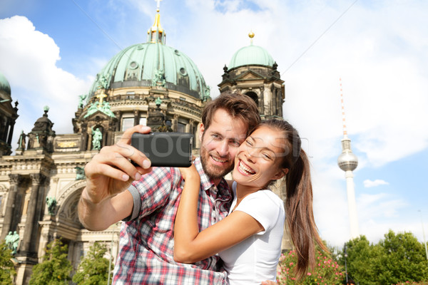 Viajar casal auto-retrato Berlim Alemanha feliz Foto stock © Maridav