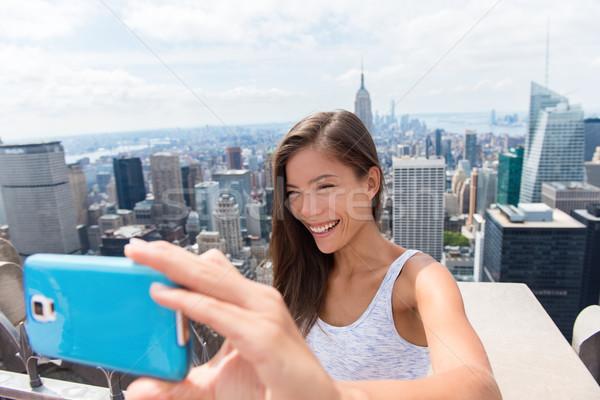Turist kadın New York ufuk çizgisi cep telefonu Stok fotoğraf © Maridav