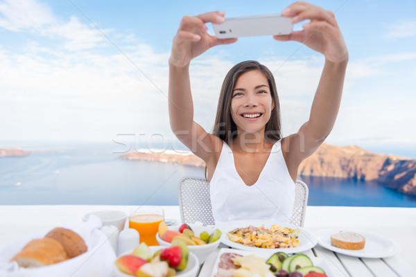 Nő elvesz fotó reggeli okostelefon app Stock fotó © Maridav