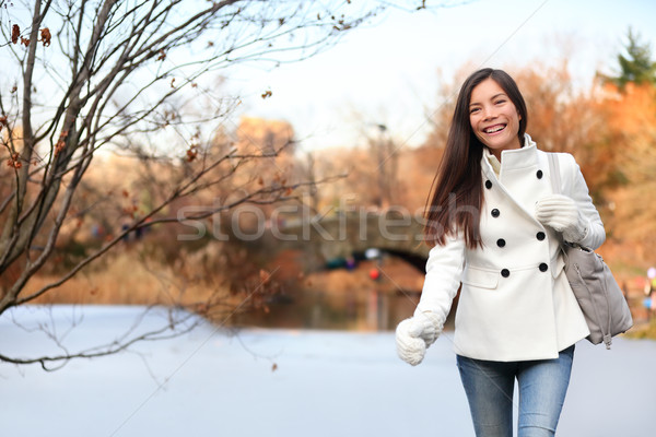 Femme marche Central Park New York City heureux fin Photo stock © Maridav