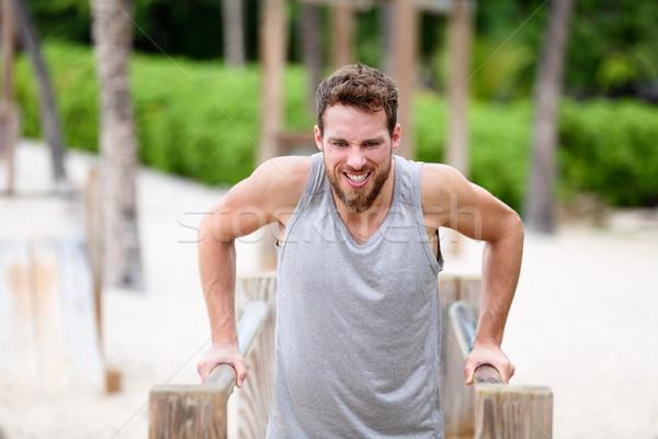 Fitness man outdoor gymnasium training mannelijke Stockfoto © Maridav