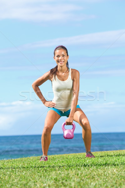 Crossfit fitness exercice femme Photo stock © Maridav