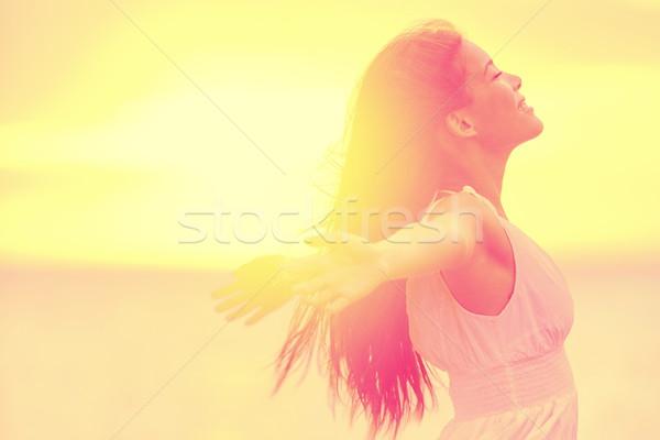 Felicidad libre feliz mujer puesta de sol Foto stock © Maridav