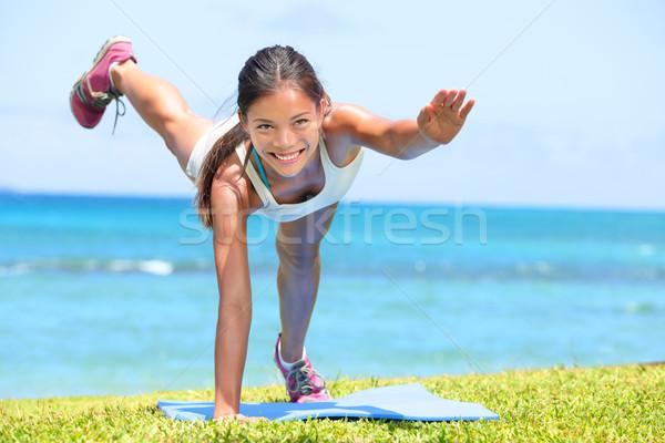 Femme fitness crossfit exercice formation extérieur Photo stock © Maridav