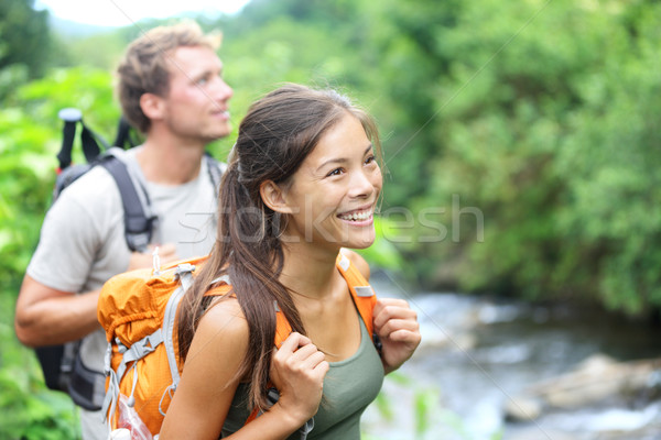Oameni Drumeţii fericit excursionist cuplu Hawaii Imagine de stoc © Maridav