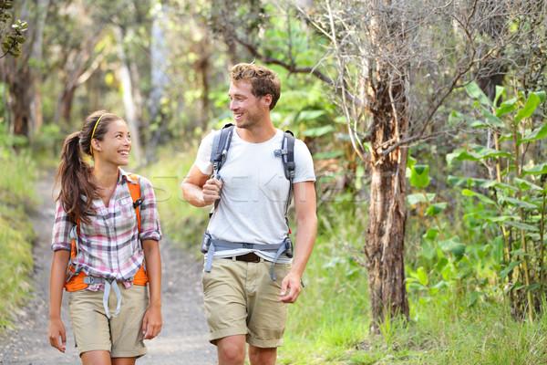 Zdjęcia stock: Turystyka · ludzi · spaceru · szczęśliwy · lasu