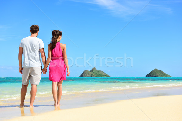 Plage vacances d'été couple Hawaii vacances permanent Photo stock © Maridav