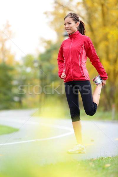 ランナー 女性 ストレッチング 大腿 を実行して 市 ストックフォト © Maridav