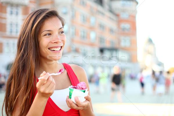 Gelukkig toeristische vrouw eten ijs Quebec Stockfoto © Maridav