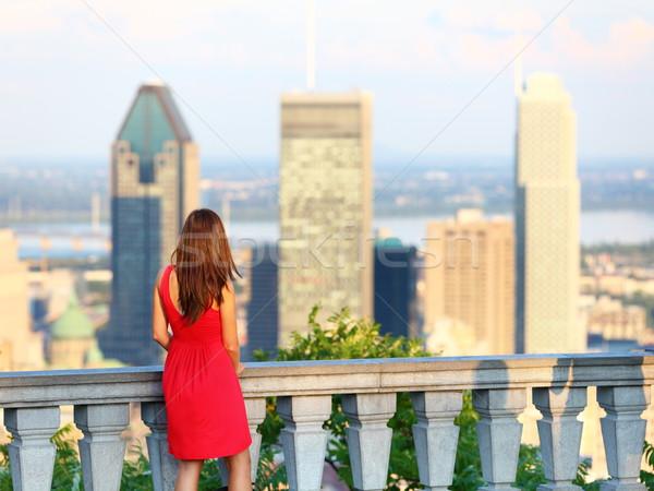 Montreal şehir kadın bakıyor şehir merkezinde ufuk çizgisi Stok fotoğraf © Maridav