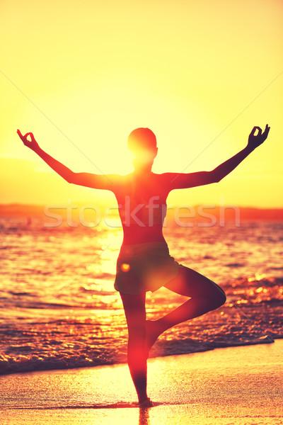 Jóga nő reggel tengerpart meditáció wellness Stock fotó © Maridav