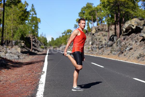 Futó férfi nyújtás comb lábak fut Stock fotó © Maridav