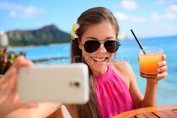 Nő iszik ital tengerpart vakáció bár Stock fotó © Maridav