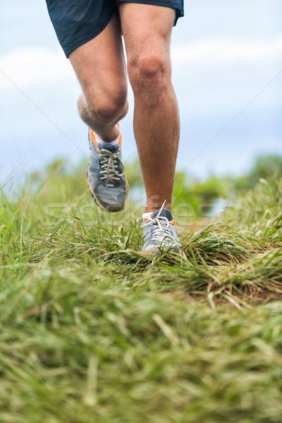 Loopschoenen benen runner jogging buitenshuis groen gras Stockfoto © Maridav