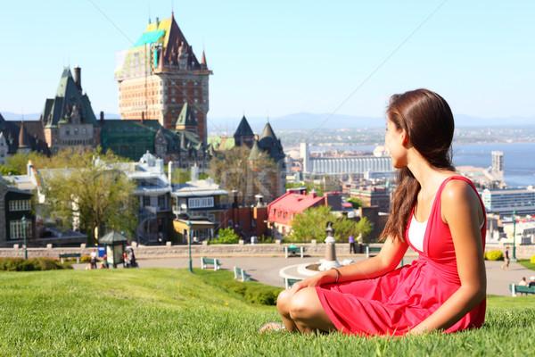 Quebec stad vrouw City Scape jonge vrouw Rood Stockfoto © Maridav