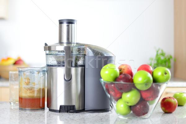 Almalé gép almák tál friss gyümölcs Stock fotó © Maridav