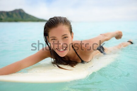 Surf surfista nina surf tabla de surf femenino Foto stock © Maridav