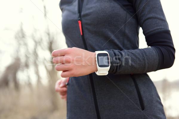 Femme courir fréquence cardiaque suivre Homme Photo stock © Maridav