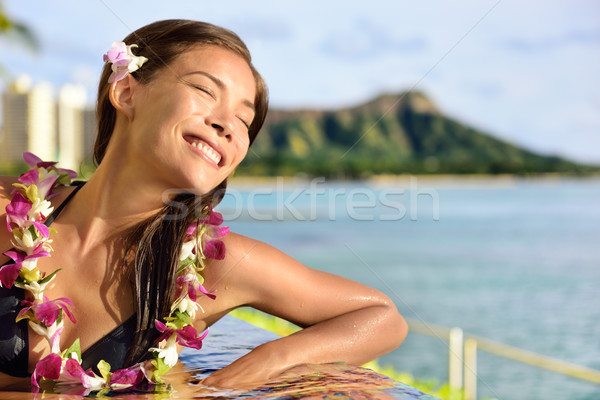 ünnep nő megnyugtató élvezi nap medence Stock fotó © Maridav