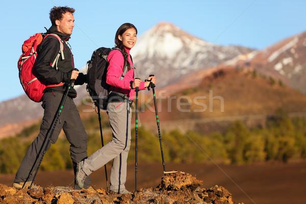 Hikers insanlar yürüyüş sağlıklı aktif yaşam tarzı Stok fotoğraf © Maridav