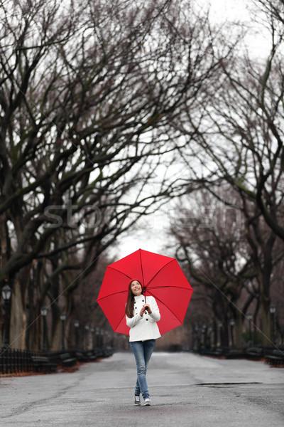 Stockfoto: Meisje · Rood · paraplu · lopen · park · vallen