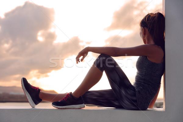 Uygunluk atlet koşucu kadın rahatlatıcı gün batımı Stok fotoğraf © Maridav