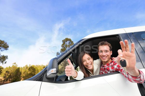 Yeni araç mutlu çift araba anahtarları sürücü Stok fotoğraf © Maridav