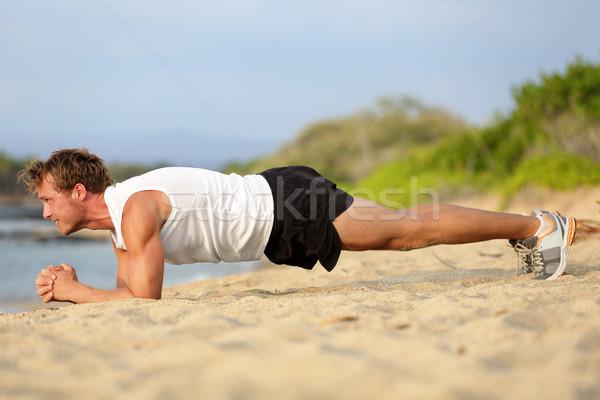 Crossfit opleiding fitness man plank oefening Stockfoto © Maridav