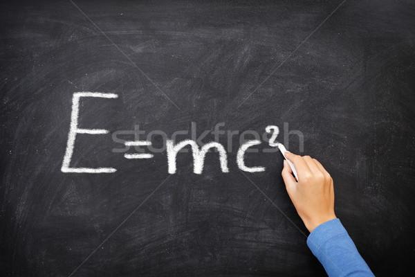 Fysica wetenschap formule vergelijking Blackboard geschreven Stockfoto © Maridav