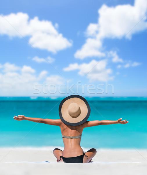 Zdjęcia stock: Szczęśliwy · wolności · beztroski · plaży · wakacje · kobieta