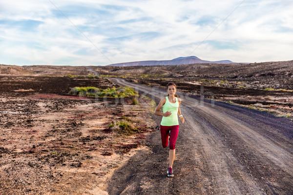 Atleet runner parcours lopen natuur bergen Stockfoto © Maridav