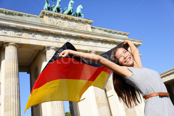 Zászló nő boldog Berlin Brandenburgi kapu éljenez Stock fotó © Maridav