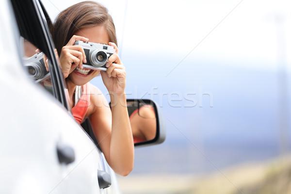 Nő turista elvesz fotó autó kamera Stock fotó © Maridav