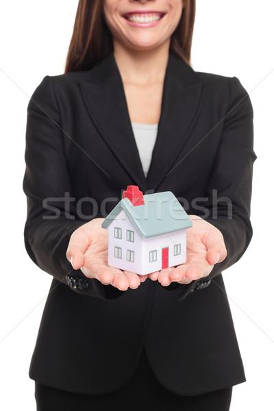 Ingatlanügynök mutat új ház mini méret új otthon Stock fotó © Maridav