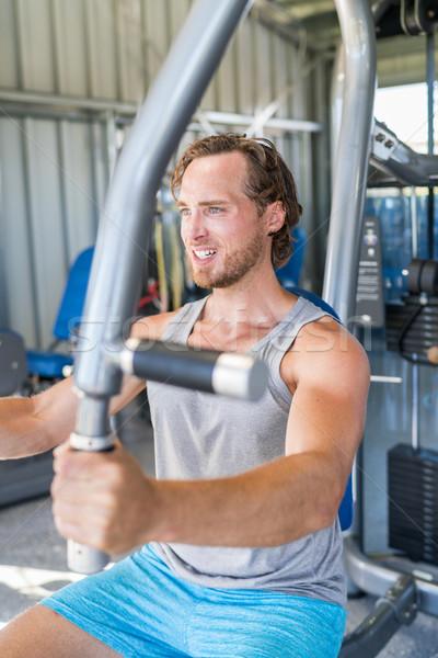 Gymnasium fitness man krachttraining borst spieren Stockfoto © Maridav