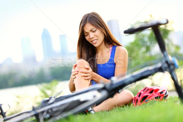 Genunchi durere bicicletă ranire femeie articulatii Imagine de stoc © Maridav