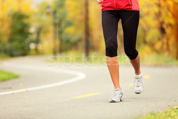 Runner benen loopschoenen vrouw jogging herfstkleuren Stockfoto © Maridav