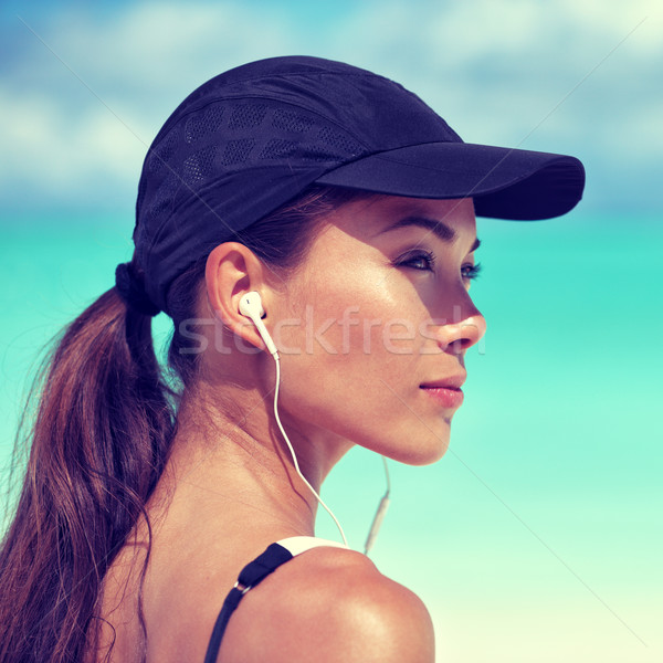 Foto d'archivio: Fitness · runner · donna · ascoltare · musica · spiaggia · ritratto