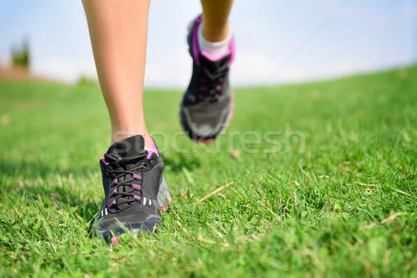 ランナー 選手 フィート を実行して 草 フィットネス女性 ストックフォト © Maridav