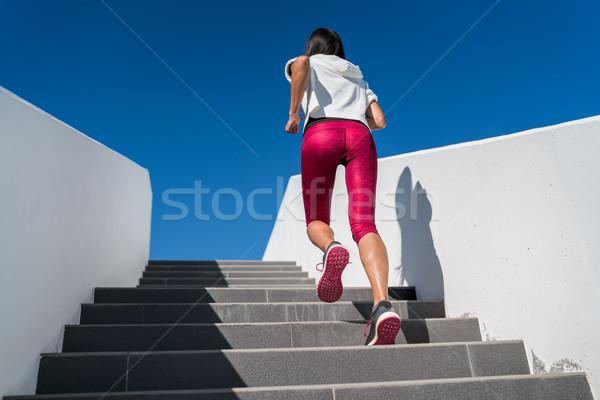 Trap lopen vrouw lopen omhoog trappenhuis Stockfoto © Maridav