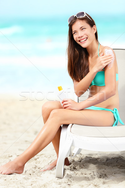 Bronzage lotion femme souriant Photo stock © Maridav