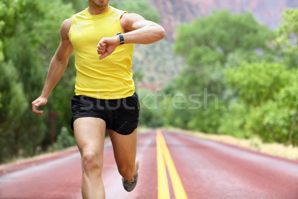 Сток-фото: работает · частота · сердечных · сокращений · контроля · спортивных · Смотреть · Runner
