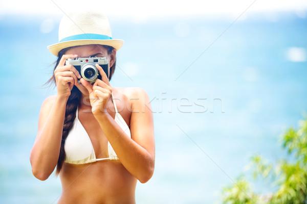 Lata plaży kobieta kamery Zdjęcia stock © Maridav