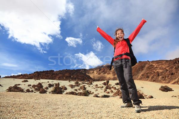 Zdjęcia stock: Szczęśliwy · turysta · turystyka · broni · powietrza · kobieta