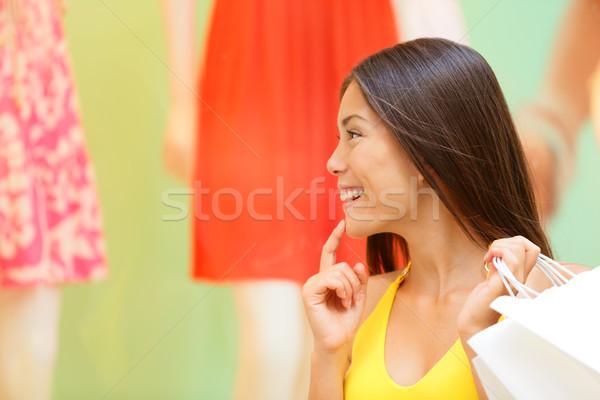 Warenkorb Frau schauen Schaufensterauslage Laden Laden Stock foto © Maridav